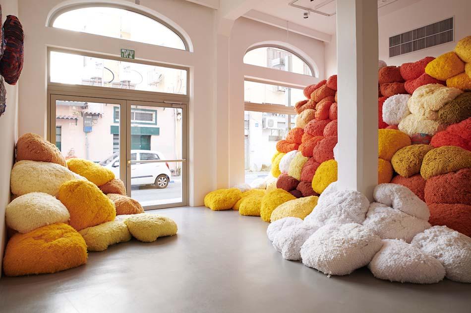 Sheila Hicks: Seize, Weave Space